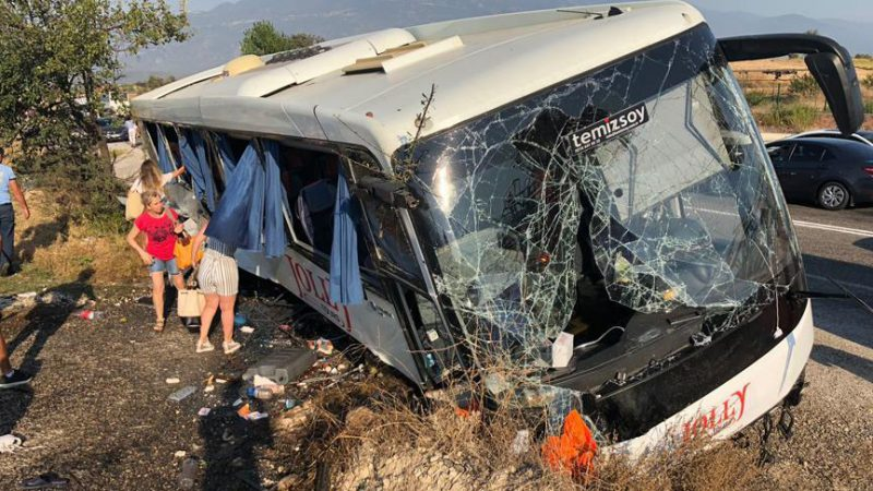 Tur otobüsü devrildi! Çok sayıda yaralı var…