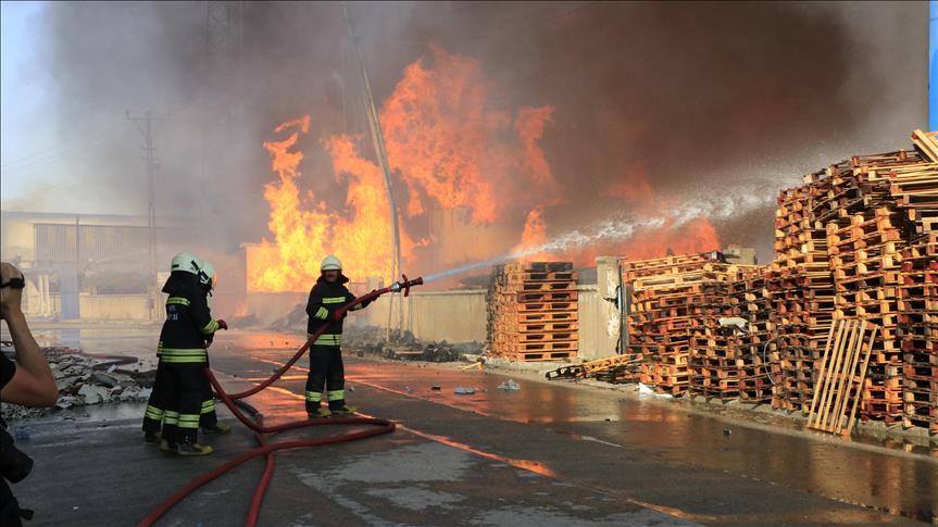 Konya'da mobilya dekorasyon fabrikasında çıkan yangın kontrol altına alındı