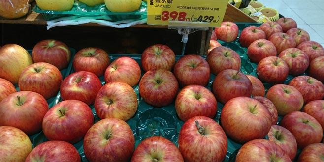 Meyvelerin tane ile satıldığı ülkede ağaçlardan 600 elma çalındı