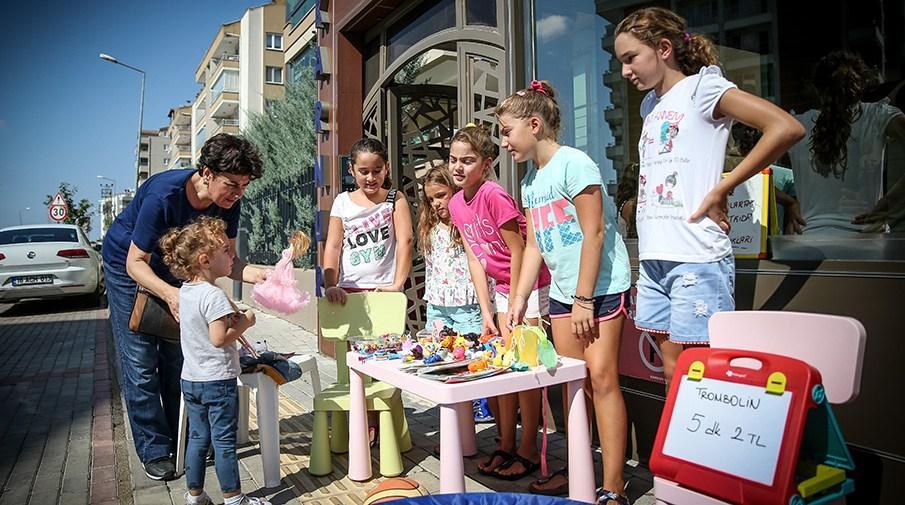 Sattıkları oyuncakların gelirlerini Lösev'e bağışladılar
