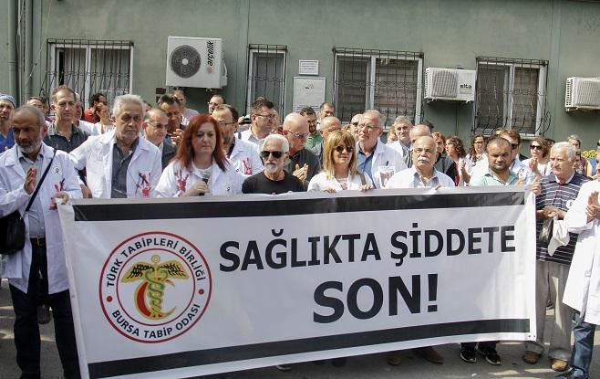 Bursa'da 'doktora silahlı saldırı' protestosu