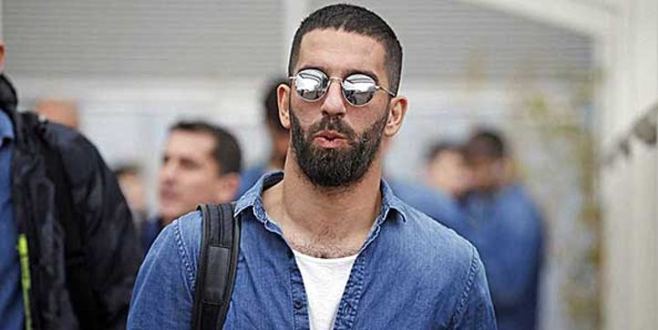 Şarkıcı Berkay'ın burnunu kırmasıyla gündeme gelen Arda Turan'ın Instagram skandalları