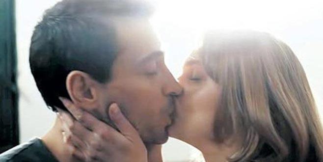 İki ünlü oyuncu dudak dudağa!
