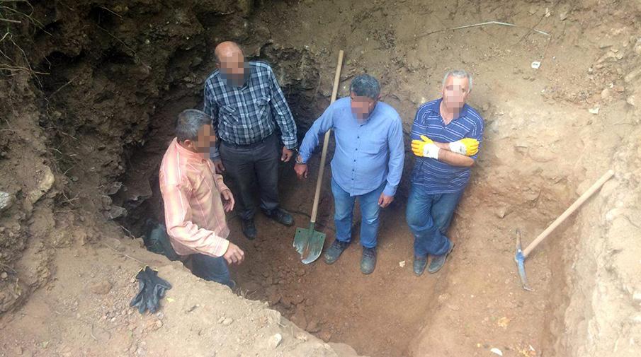 Bursa'da kazdıkları çukurda yakalandılar