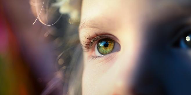 'Doğumdan itibaren çocukların göz muayenesi yapılmalı'
