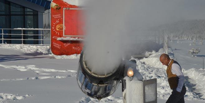 Uludağ'da pistlerdeki kar kalınlığı böyle yükseltildi