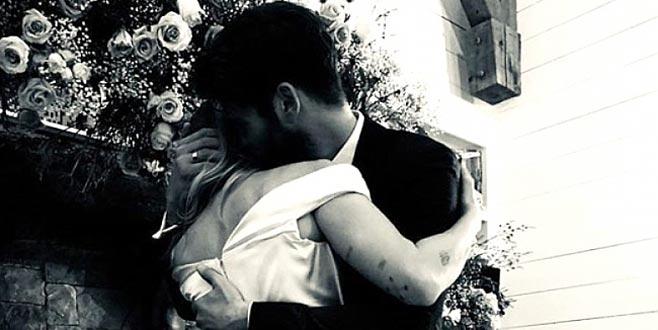 Ünlü yıldız evlendiğini Instagram'dan duyurdu