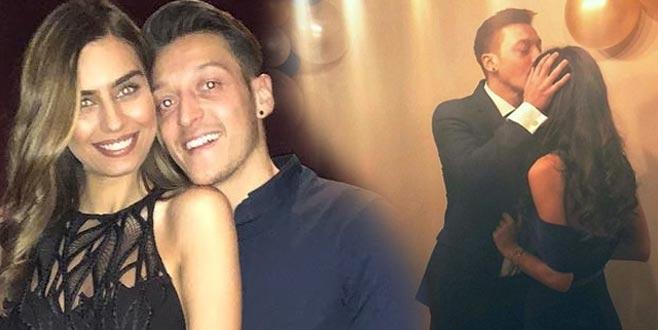 Amine Gülşe ile Mesut Özil nişanlandı
