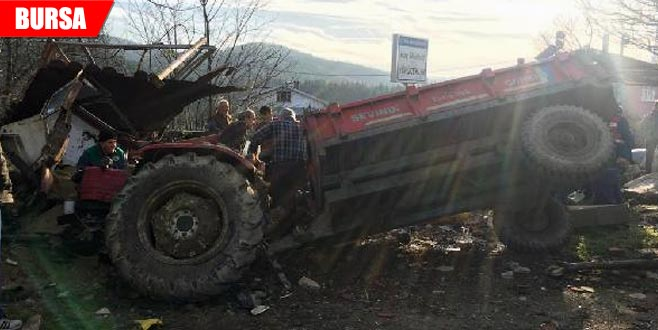 Virajı alamayan traktör devrildi: 1 ölü