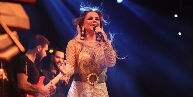 Bursa'da sahne alan ünlü şarkıcı: Edebimle dekolte vermeyi seviyorum!