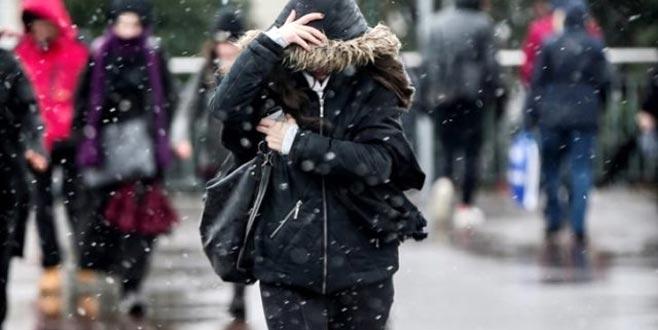Beklenen kar yağışı İstanbul'da başladı!