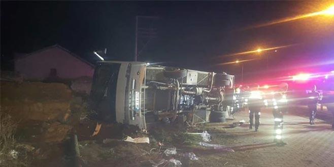 Taraftarları taşıyan otobüs kaza yaptı! Can kayıpları var…