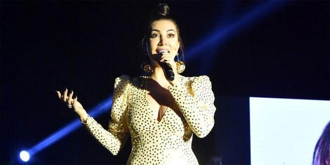 Ünlü şarkıcıdan kadınlar günü açıklaması: 'Erkeksiz de olmaz'
