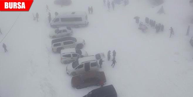 Kar yüzünden yollar kapandı, vatandaşlar şaşkın
