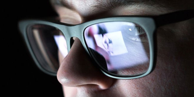 Cinsel içerikli sitelere giriyorsanız dikkat! Ön kameranız…