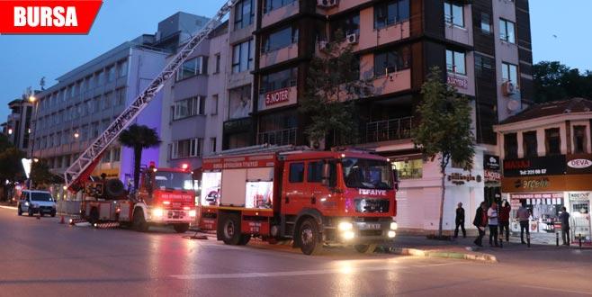 İş merkezindeki patlama yangına neden oldu