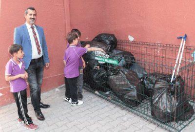 Okullarda atıklar kafeslerde toplanıyor
