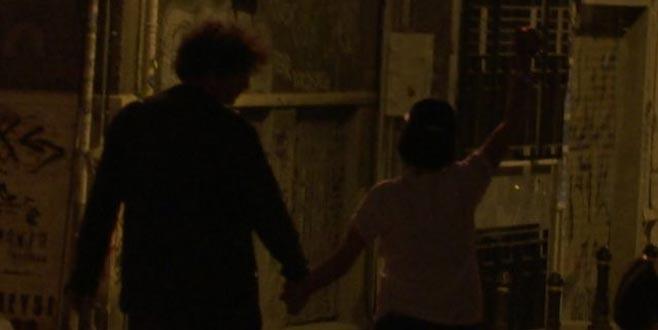 Bursalı oyuncu sevgilisiyle el ele görüntülendi!