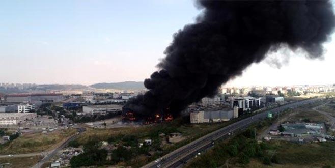 Fabrika alev topuna döndü! Art arda patlama sesleri