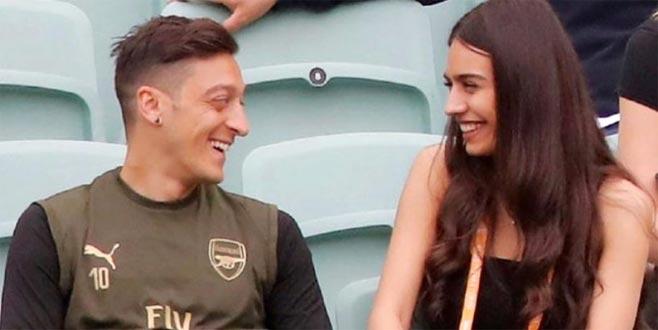 Mesut Özil, yaptığı hareketle gönülleri fethetti