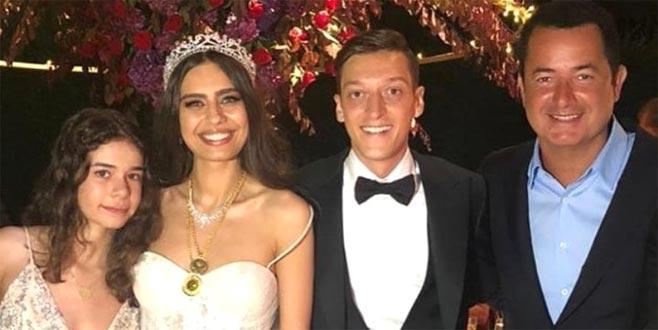 Kendi düğününde dans etmedi, Özil'in düğününde kendinden geçti