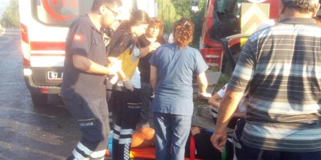 Kontrolden çıkan araç direğe çarptı: Ölü ve yaralılar var