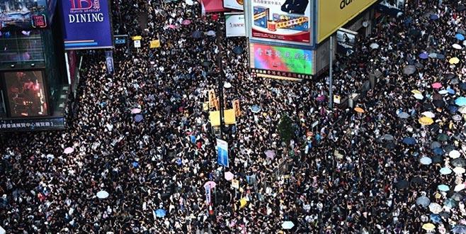 Halk protesto için yeniden sokaklarda