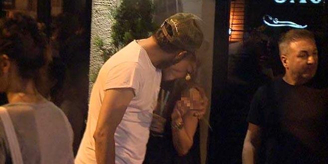 Çukur dizisinin yıldız oyuncusu sokak ortasında gizemli aşkıyla öpüştü