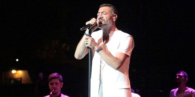 Konserinden önce duyurdu! Ünlü şarkıcı da İstanbul'u terk etti