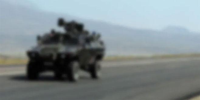 Askeri araç devrildi! Yaralılar var