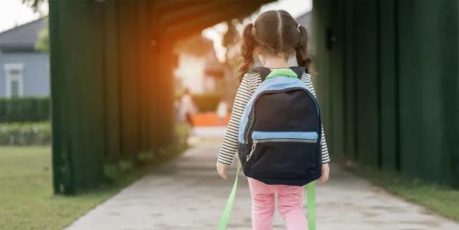Çocuğunuz okula giderken karın ağrısı çekiyorsa psikolojik destek gerekebilir