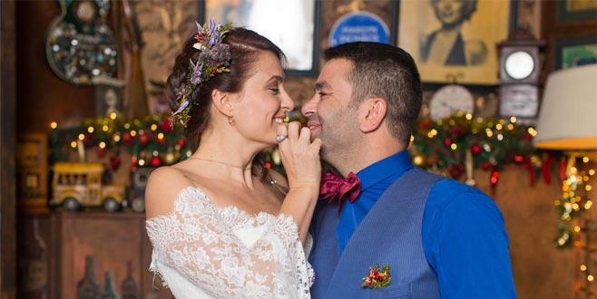 Bursalı oyuncudan dudak dudağa doğum günü kutlaması