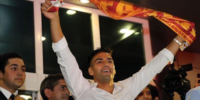Galatasaray'dan yeni transferler için imza töreni