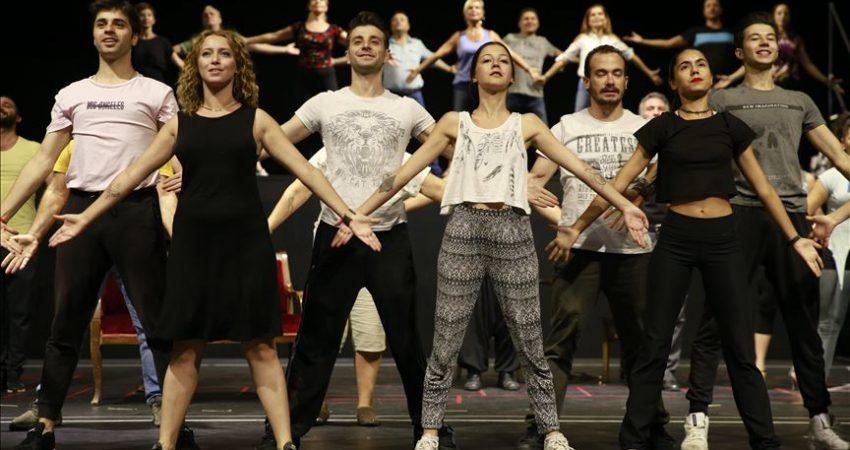 'Lüküs Hayat' ilk kez Devlet Tiyatroları sahnesinde
