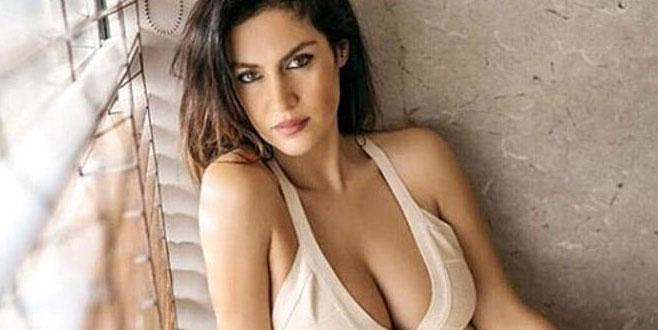 'Adriana Lima kimmiş?' diyerek kalçasını gösterdi