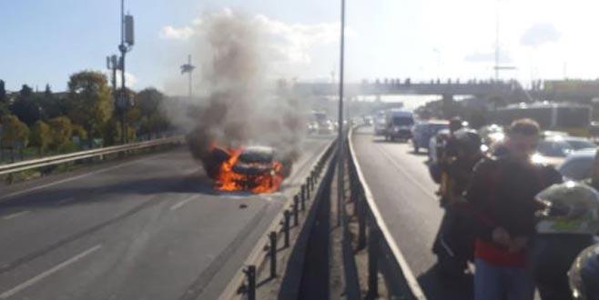 Haliç Köprüsü'nde otomobil yandı