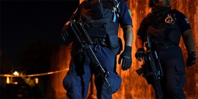 14 polis memuru pusuya düşürülerek öldürüldü