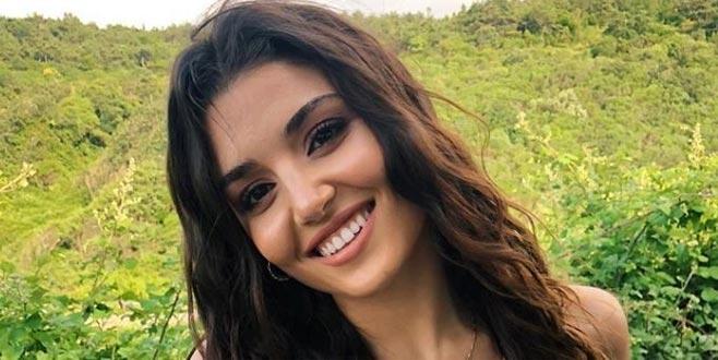 Hande Erçel dekolteli elbisesiyle sosyal medyayı salladı!