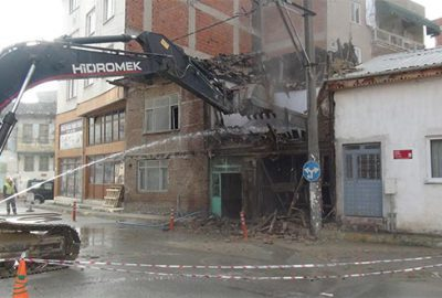 Gürsu, metruk binalardan arındırılıyor