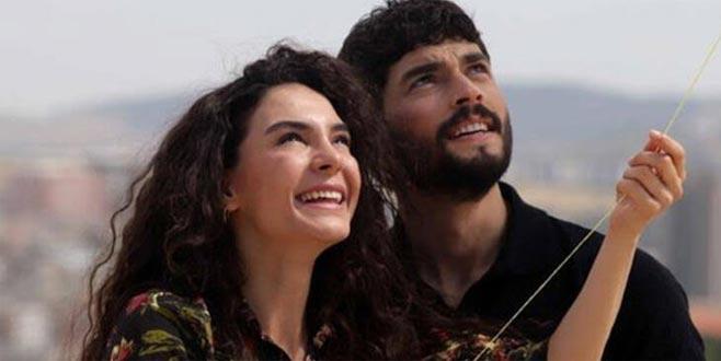 Ebru Şahin, kırmızı elbisesiyle hayranlarını mest etti!