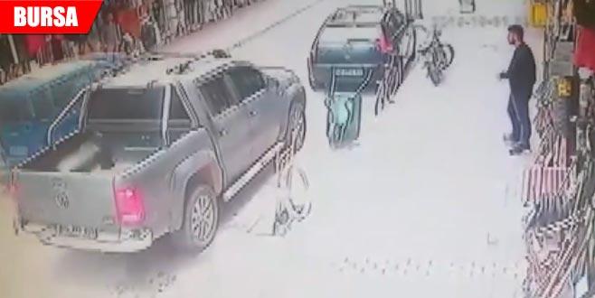 Yaşlı adama çarptı arkasına bile bakmadı