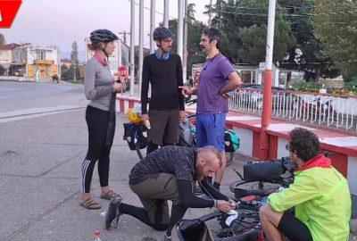Bisikletle ülke ülke geziyorlar