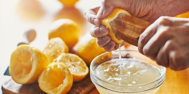 Limonu bu şekilde tüketen hastalıklara veda ediyor!