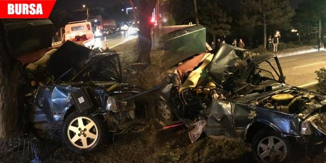 Ağaca çarpan otomobilin sürücü öldü