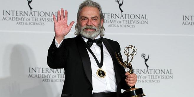 Emmy ödülü alan Haluk Bilginer'den tebriklere yanıt