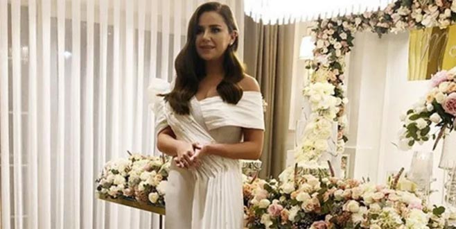 Ünlü şarkıcı Merve Özbey nişanlandı