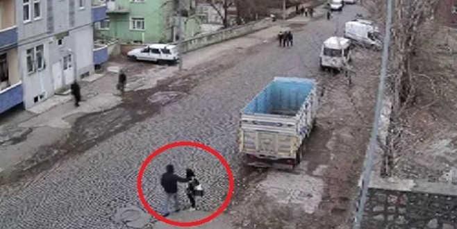 Liseli kızı okul önünden minibüsle kaçırmaya çalıştılar