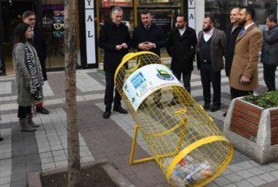 Pet Şişe Kafesleri Caddelerde Yerini Alıyor