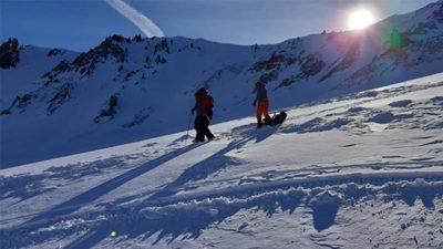 Mahsur kalan 2 dağcıyı jandarma kurtardı