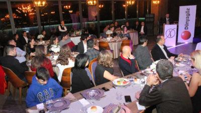 Dünyagöz Bursa Hastanesi'nden renkli yılbaşı kutlaması